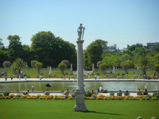 Luxembourg garden in Paris : the most visited garden in Paris. A sight to see in Paris in a day tour.