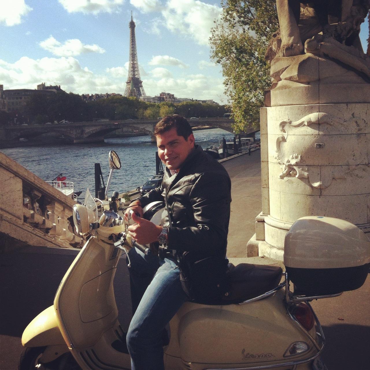 Eiffel tower on the Alexander III bridge - Pictures of Paris France -